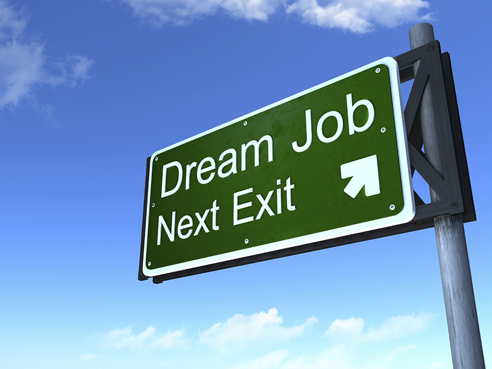 """Foto de una señal de tránsito que dice """"Trabajo soñado: próxima salida"""""""